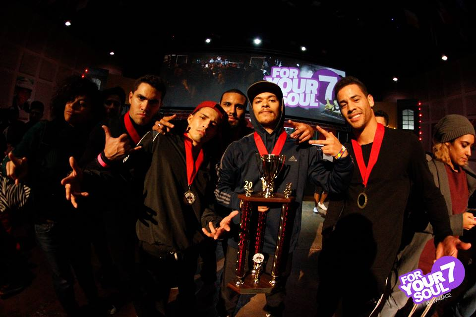 Crews with Trophies by Viviimage Photography