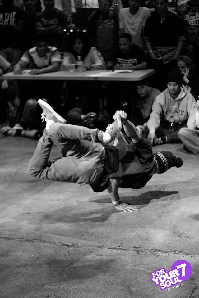 B-boys one handedly going in by Viviimage Photography
